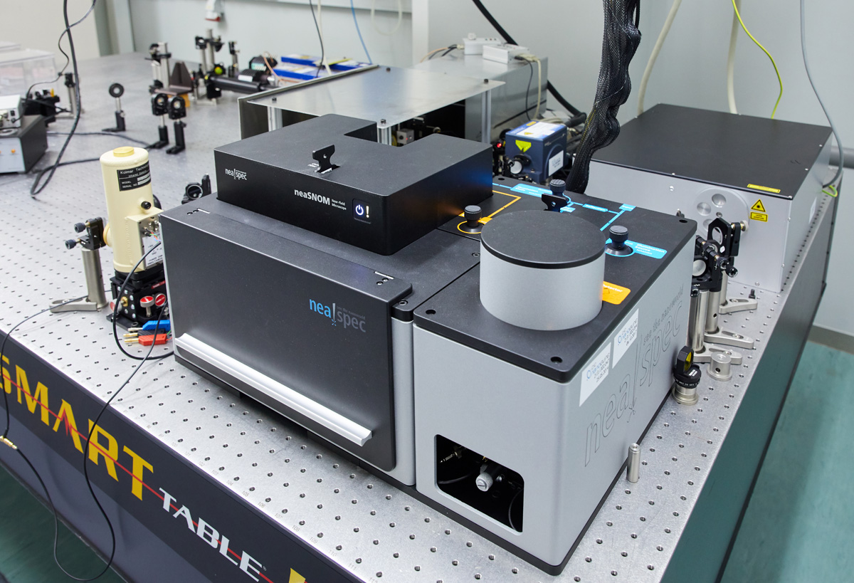 Near-field Optical Microscopy for the optical characterization (ej. IR absorption, carrier density, etc.) of materials.